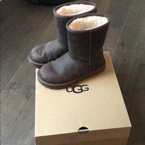 Like New Women's UGGS Classic Short Leather Boots